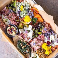 How to pack for picnic: crostini-station-cheese-meats-vegetables-snacks Meat Cheese Platters, Charcuterie And Cheese Board, Food Platters, Meat And Cheese, Cheese Boards, Meat Platter, Wedding Food Stations, Vegetable Snacks, Antipasto Platter