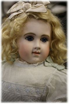 My all time favourite Jumeau doll... E.J.A. Jumeau Bebe. In my dreams only...