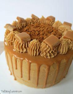 Biscoff & Banana Cake with Caramel Drip - The Baking Explorer Biscoff Cupcakes, Biscoff Cheesecake, Cheesecake Squares, Cheesecake Recipes, Biscoff Recipes, Baking Recipes, Baking Tips, Savoury Baking, Tutorials
