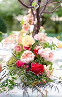 Peach and red floral garland centerpiece by www.hollychapplef... | photography by cynkainphotograph...