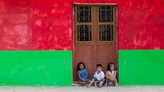https://flic.kr/p/D8UoSd | Three Children at the Door (Juchitán, Oaxaca, México. Gustavo Thomas © 2016) | Tres niños en la puerta / Three Children at the Door  (Juchitán, Oaxaca, México. #Photograph by Gustavo Thomas © 2016)