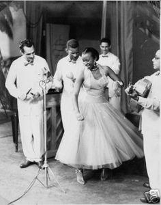 Celia Cruz born in Havana, Cuba, her profoundly soulful signature voice and colorful presence revolutionized Latin music for nearly six decades. Genre Musical, Musica Salsa, Cuban People, Salsa Music, Cuba Music, Cuban Culture, Cuban Art, Afro Cuban, Havana Nights