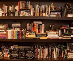 Para os apaixonados por leitura, dicas de como arrumar os livros em casa - http://www.portobello.com.br/blog/decoracao/para-os-apaixonados-por-leitura-dicas-de-como-arrumar-os-livros-em-casa/