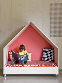 Children and Family Center in Ludwigsburg \ custom moveable furniture