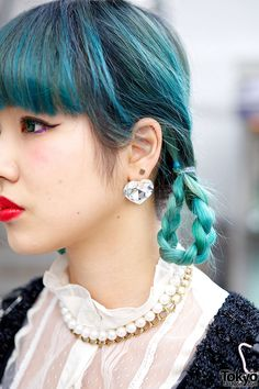 Use our #VoodooBlue for this peacock color. #liveFASTandDYEyourhair