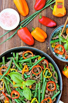 Asian Beef and Green Beans makes for a perfect #SundaySupper packed with lots of veggies. Serve over rice for delicious rice bowls.