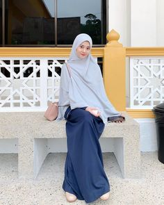 Casual Hijab Outfit, Ootd Hijab, Casual Outfits, Modest Outfits, Girl Outfits, Muslimah Clothing, Moslem Fashion, Muslim Women Fashion, Hijab Fashion Inspiration