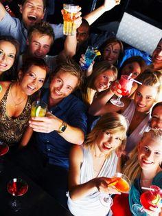 Hangover in Echt: Es ist wahrscheinlich die Geschichte ihres Leben: Eigentlich wollten die fünf Freunde nur ein Bier trinken. Aber am nächsten Morgen erwachten sie in Spanien.