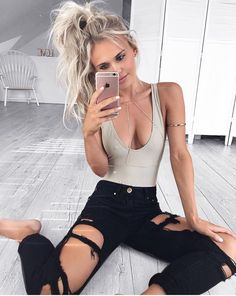 Cute outfit. Ripped jeans. Body suit and body chain. Teen fashion. Tumblr outfits