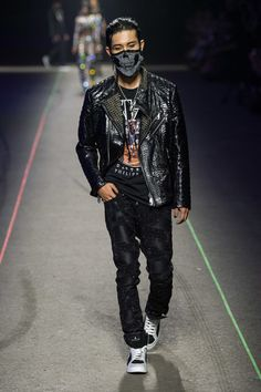Philipp Plein Spring 2020 Menswear Fashion Show - Vogue Men's Fashion, Runway Fashion, Fashion Show, Outfits Casual, Mode Outfits, La Mode Masculine, German Fashion, Rocker Style, Rock T Shirts