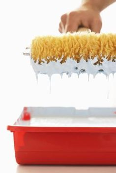 How to Use a Whisk Broom With Textured Paint on Ceilings