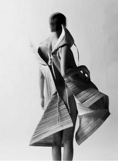 Artistic Fashion - textured dress with angular silhouette; sculptural fashion // Issey Miyake by mattie Issey Miyake, Fashion Art, Editorial Fashion, Fashion Beauty, Big Fashion, Japan Fashion, Fashion History, Fashion Brands, Vintage Fashion