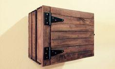 Mueble con caja de madera