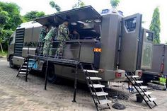 Indonesian Marine Corps mobile field kitchen unit, each unit can feed up to 500 people Military Food, Military Weapons, Military Car, British Army Regiments, Smoker Trailer, Catering Trailer, Armored Truck, Bug Out Vehicle, Emergency Vehicles