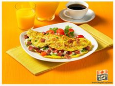 Ham Western Omelette from www.MapleLeaf.com Western Omelette, Omelettes, Easy Food To Make, Morning Food, Lunches, Ham, Tasty, Diet, Meals