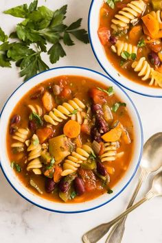 This easy Minestrone Soup recipe is loaded with vegetables, beans and pasta and flavored with Italian herbs for an easy weeknight dinner the whole family will love!Fall is here and soup is on the m… Minestrone Soup Ingredients, Chicken Broccoli Soup, Crispy Baked Chicken Wings, Homemade Buffalo Sauce, Beef Barley Soup, Small Pasta, Healthy Soup Recipes, Easy Weeknight Dinners, Healthy Meals