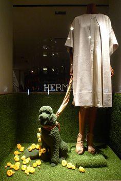 Vitrines Hermes - Paris, février 2012 www.instorevoyage.com #in-store marketing #visual merchandising