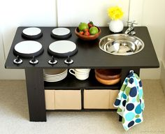 How to make a coffee table play kitchen {tutorial}. This is so cute & would be great with my old set Coffee Table Kitchen, Small Coffee Table, Coffee Tables, Diy Play Kitchen, Play Kitchens, Kids Furniture, Playhouse Furniture, Bedroom Furniture, Furniture Design