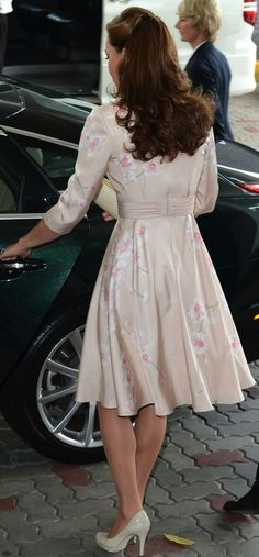 Jubilee Tour in Singapore, wearing a pale pink Jenny Packham Dress.