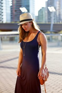 Straw Hat Ladies: Stylish combinations and styling ideas - mode&trends - Hut Fedora Summer Outfits, Fedora Outfit, Fedora Hat Women, Outfits With Hats, Summer Hats, Winter Fashion Outfits, Fedora Hats, Straw Fedora, Straw Hats