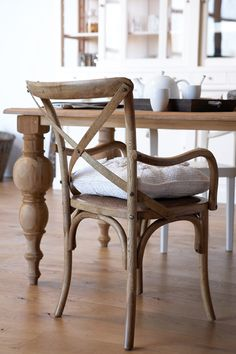 -love this table .. love this chair !