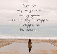 Gooi vir my 'n klippie in die oseaan Miss My Mom, Afrikaanse Quotes, Encouragement Quotes, Positive Vibes, Positive Changes, Poetry Quotes, Love Quotes, Deep Quotes, Qoutes