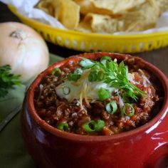 Light and Savory Weight Watchers Weeknight Chili (5 points plus per heaping cup); family-friendly, quick, easy, & delicious!