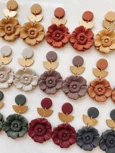 Diy Earrings Polymer Clay, Polymer Clay Flowers, Polymer Clay Charms, Handmade Polymer Clay, Polymer Clay Kunst, Polymer Clay Projects, Clay Design, Clay Beads, Resin Jewelry