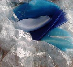 Azul do céu e do casarão no tecido e no coração