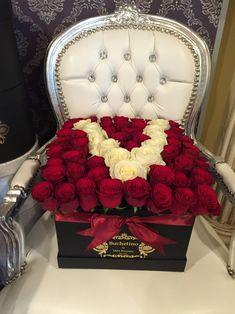 Litera V din trandafiri