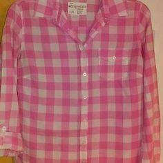 Junior's Abercrombie button up shirt. SUPER CUTE Abercrombie pink and white Abercrombie Tops Button Down Shirts