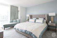quarto de casal, madeira, tapete, cinza, azul, dourado, fendi, cabeceira estofada
