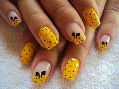 Diseños de Uñas en color Amarillo 2