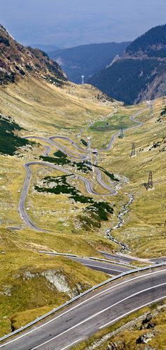 Transfagarasan Highway in Romania - 'The best road in the world' TOP GEAR 23 Roads you Have to Drive in Your Lifetime Places To Travel, Places To See, Wonderful Places, Beautiful Places, Dangerous Roads, Romania Travel, Beautiful Roads, Photos Voyages, Wonders Of The World