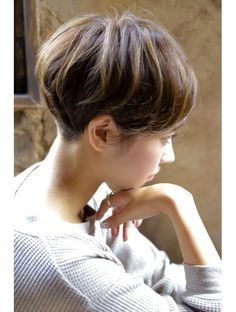 23 Long Ombre Hair Ideas Blowing Up in 2019 - Style My Hairs Chic Short Hair, Short Dark Hair, Very Short Hair, Short Hair Cuts For Women, Short Hair Styles, Short Hair Back View, Bowl Haircut Women, Japanese Short Hair, Long Ombre Hair