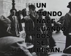 """""""Un mundo nace cuando dos se besan""""."""