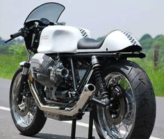 This Guzzi should probably go in the Arts board. Cafe Bike, Cafe Racer Bikes, Cafe Racer Motorcycle, Cafe Racers, Cafe Moto, Classic Motorcycle, Guzzi Bobber, Moto Guzzi Motorcycles, Guzzi V7