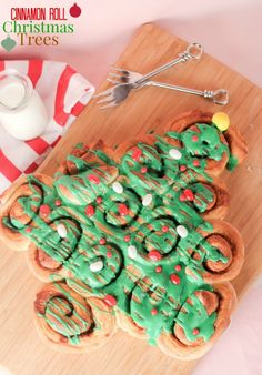 These simple and festive Cinnamon Roll Christmas Trees are the perfect Christmas morning breakfast!