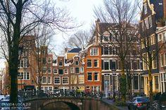 Amsterdamin kanaalit ja tanssivat talot