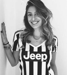 Tifosa! Football Ticket, Football Girls, Girls Soccer, Football Outfits, Football Uniforms, Soccer Fans, Football Fans, Psg, Juventus Soccer