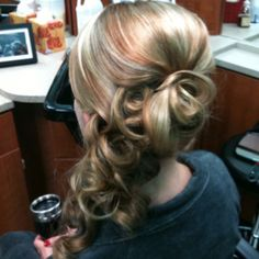 Side swept updo heading to the Grammys! Fancy Hairstyles, Little Girl Hairstyles, Wedding Hairstyles, Side Swept Updo, Pretty Updos, Poofy Hair, Black Tie Affair, Wedding Beauty, Ponytail