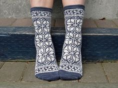 Gorgeous! These would take forever! And a day.  La Mancha's Giants pattern by Rose Hiver