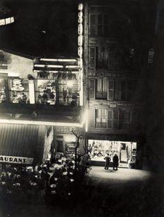 Brassaï - Paris de Nuit, Restaurant Juglar, 1932.