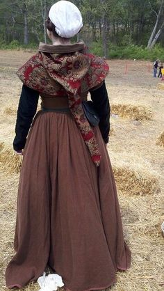 15th-century kirtle and hood.