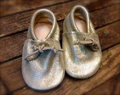 Chausson pour bébé mocassin cuir doré par LallaMoulati sur Etsy