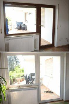 Alte Balkontür und altes Fenster aus braunem Holz und neue Balkontür und neues Fenster aus weißem Kunststoff