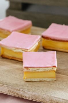 An easy vanilla custard slice recipe made with a biscuit base and topped with a classic pink icing! This is just like a bakery-bought vanilla slice! Bake Sale Recipes, Baking Recipes, Cake Recipes, Custard Slice, Vanilla Custard, Just Desserts, Delicious Desserts, Yummy Food, Custard Desserts