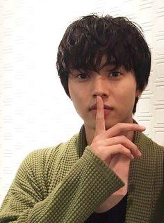 "[Trailers] http://kimiuso-movie.jp/04trailer/index.html  Kento Yamazaki x Suzu Hirose, Taishi Nakagawa, Anna Ishii. J LA movie "" Shigatsu wa kimi no uso (your lie in April)"".      Release: Sep/10/2016"