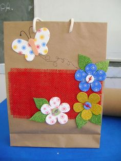 Diy And Crafts, Arts And Crafts, Paper Crafts, Homemade Gift Bags, Hessian Bags, Decorated Gift Bags, Mason Jar Gifts, Sewing Art, Baby Shower Balloons