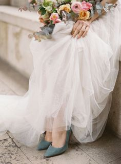 Bridal inspiration: Romantic Bridal Shoot Inspiration in Paris You can find different rumors about the annals of the marriage dress; Bridal Portrait Poses, Bridal Poses, Bridal Photoshoot, Bridal Session, Bridal Shoot, Photoshoot Ideas, Wedding Gowns, Wedding Day, Wedding Things